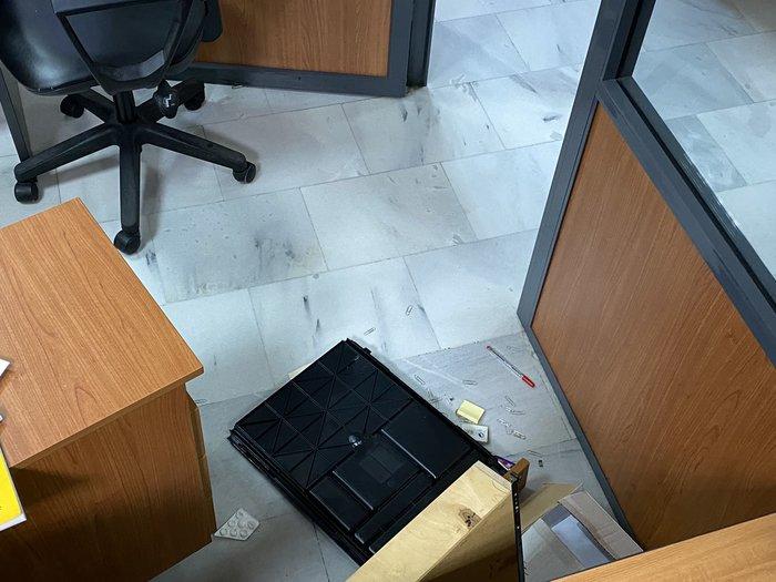 Εισβολή ληστών με καλάσνικοφ στο δημαρχείο Μενιδίου [φωτό] - εικόνα 2