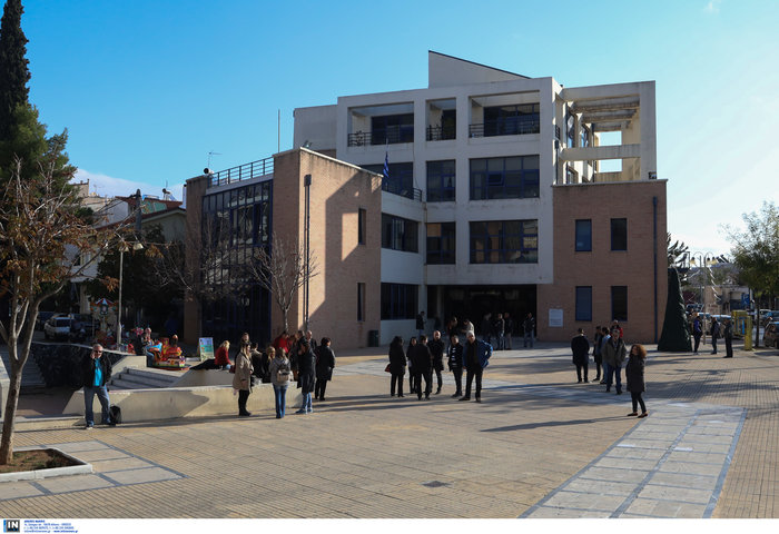 Εισβολή ληστών με καλάσνικοφ στο δημαρχείο Μενιδίου [φωτό] - εικόνα 3