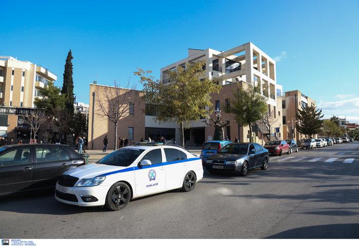 Εισβολή ληστών με καλάσνικοφ στο δημαρχείο Μενιδίου [φωτό] - εικόνα 4