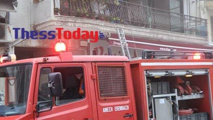Θεσσαλονίκη: Φωτιά σε διαμέρισμα - Διάσωση από το μπαλκόνι [εικόνες]