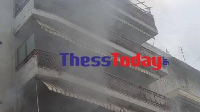 Θεσσαλονίκη: Φωτιά σε διαμέρισμα - Διάσωση από το μπαλκόνι [εικόνες] - εικόνα 2