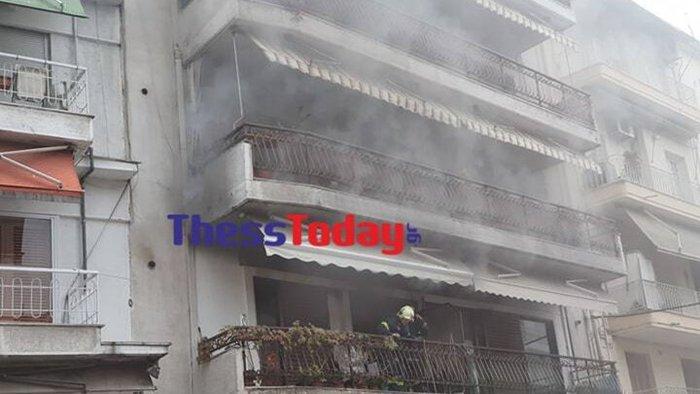 Θεσσαλονίκη: Φωτιά σε διαμέρισμα - Διάσωση από το μπαλκόνι [εικόνες] - εικόνα 3
