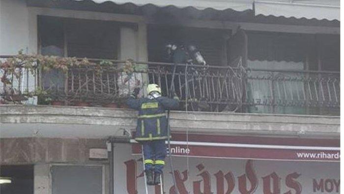 Θεσσαλονίκη: Φωτιά σε διαμέρισμα - Διάσωση από το μπαλκόνι [εικόνες] - εικόνα 4