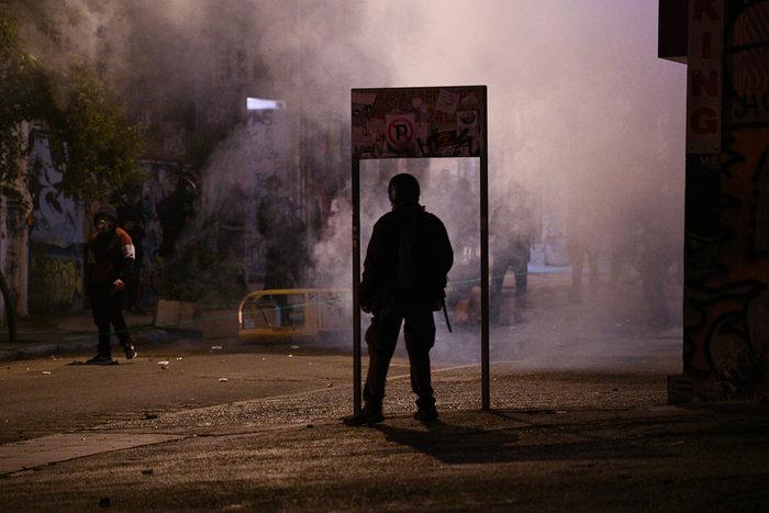 Επεισόδια στα Εξάρχεια - Δεκάδες συλλήψεις και προσαγωγές - εικόνα 3