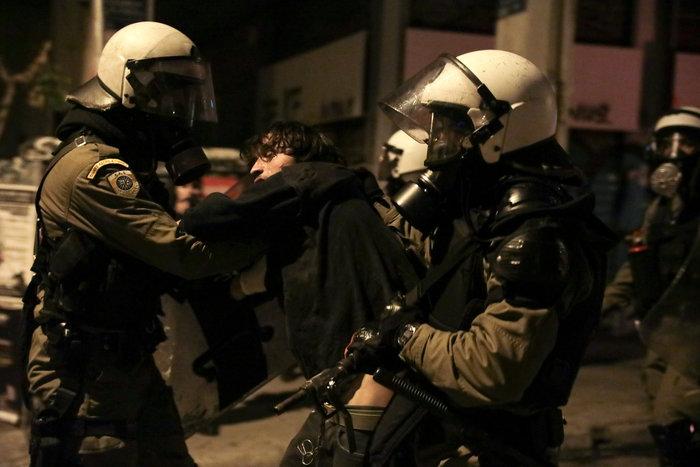 Επεισόδια στα Εξάρχεια - Δεκάδες συλλήψεις και προσαγωγές