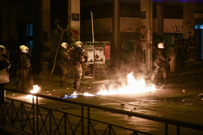 Μολότοφ, τραυματίες & συλλήψεις σε Αθήνα, Πάτρα, Θεσσαλονίκη