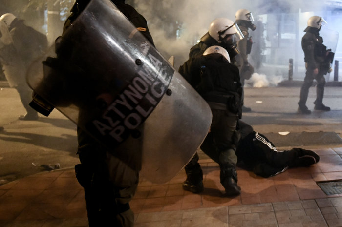 Μολότοφ, τραυματίες & συλλήψεις σε Αθήνα, Πάτρα, Θεσσαλονίκη - εικόνα 2