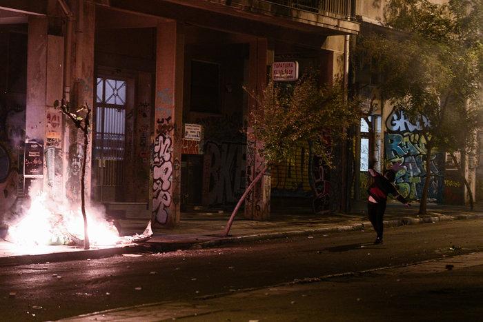 Μολότοφ, τραυματίες & συλλήψεις σε Αθήνα, Πάτρα, Θεσσαλονίκη - εικόνα 3