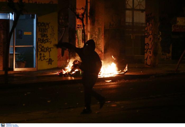 Μολότοφ, τραυματίες & συλλήψεις σε Αθήνα, Πάτρα, Θεσσαλονίκη - εικόνα 4