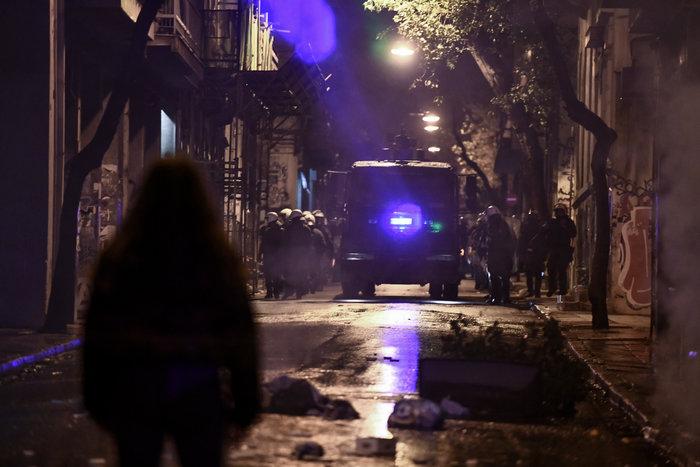 Μολότοφ, τραυματίες & συλλήψεις σε Αθήνα, Πάτρα, Θεσσαλονίκη - εικόνα 7