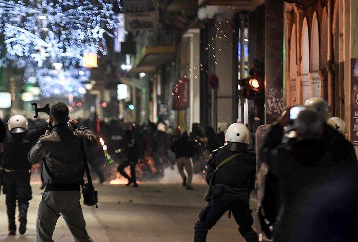 Μολότοφ, τραυματίες & συλλήψεις σε Αθήνα, Πάτρα, Θεσσαλονίκη - εικόνα 10