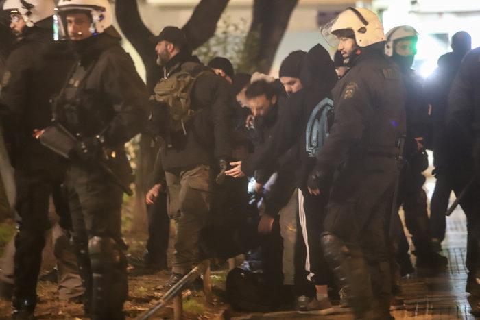 Μολότοφ, τραυματίες & συλλήψεις σε Αθήνα, Πάτρα, Θεσσαλονίκη - εικόνα 11