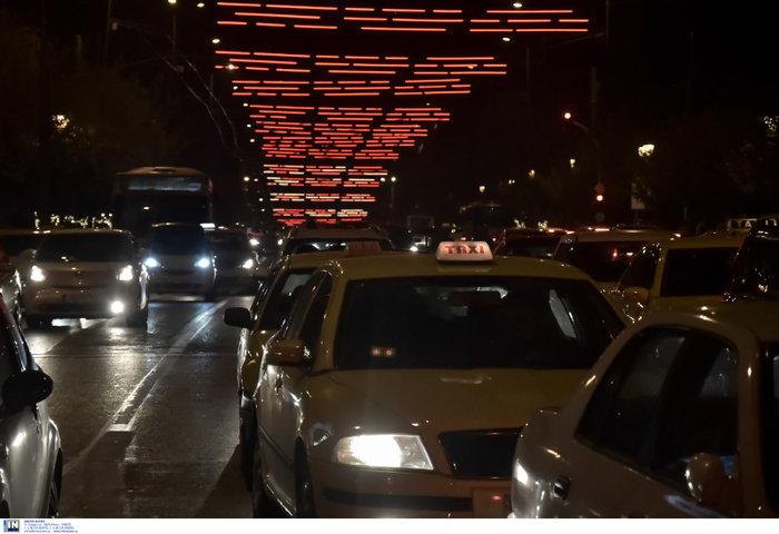 Η Αθήνα και η Βουλή, αλλιώς, φωταγωγημένες έτοιμες για Χριστουγέννα - εικόνα 5