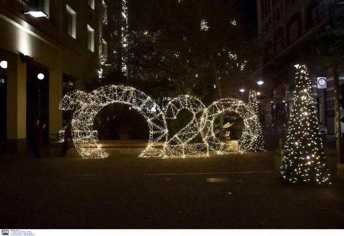 Η Αθήνα και η Βουλή, αλλιώς, φωταγωγημένες έτοιμες για Χριστουγέννα - εικόνα 7