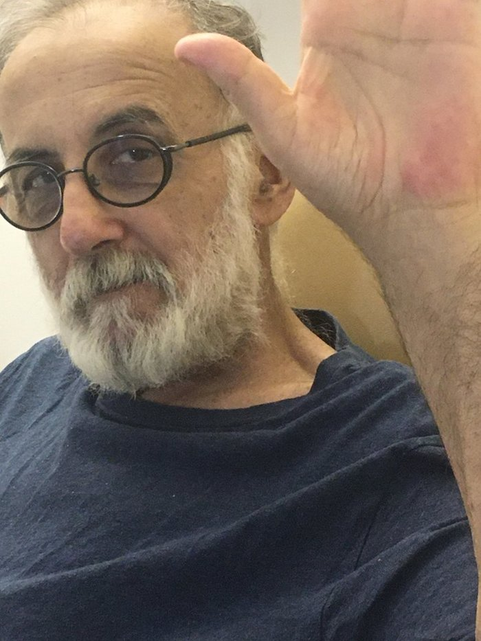 Θάνος Μικρούτσικος: Το συγκινητικό μήνυμα μέσα από το Νοσοκομείο