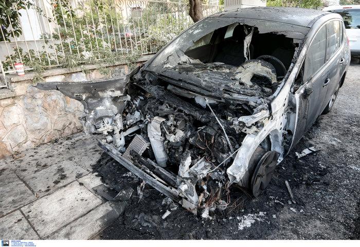 Εκαψαν το ΙΧ της διευθύντριας του ψυχιατρείου Κορυδαλλού στο Γαλάτσι - εικόνα 3
