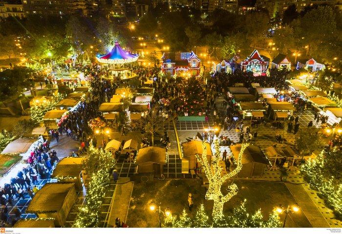 Ο μαγικός χριστουγεννιάτικος στολισμός της Θεσσαλονίκης από ψηλά [Εικόνες]