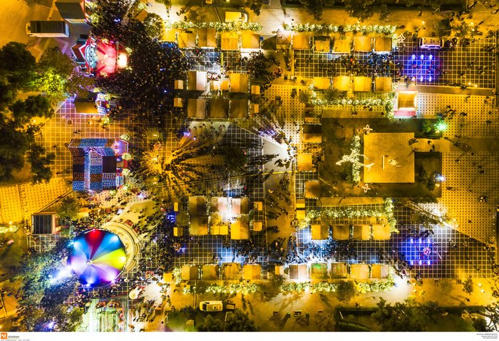 Ο μαγικός χριστουγεννιάτικος στολισμός της Θεσσαλονίκης από ψηλά [Εικόνες] - εικόνα 2