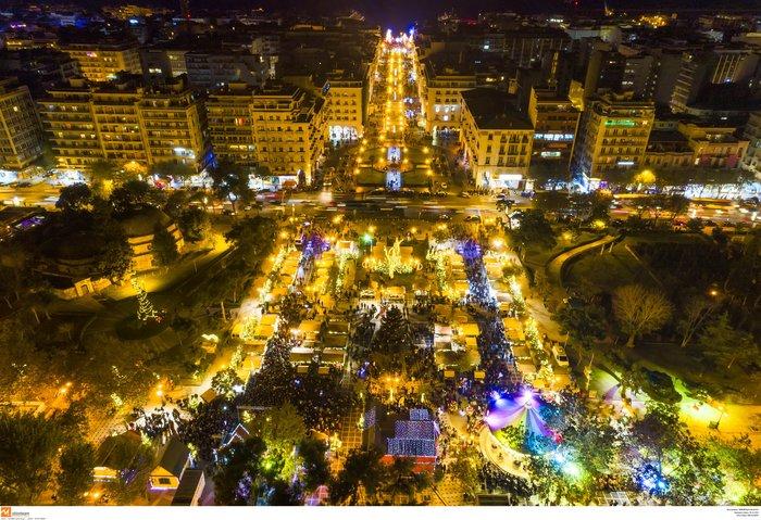Ο μαγικός χριστουγεννιάτικος στολισμός της Θεσσαλονίκης από ψηλά [Εικόνες] - εικόνα 4