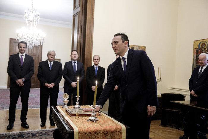 Ορκίστηκε ο νέος υφυπουργός Εξωτερικών Κώστας Βλάσης - εικόνα 2