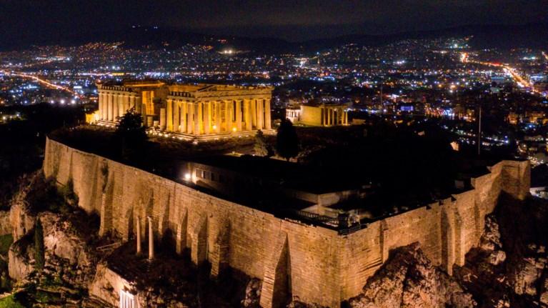 ekpliktikes-fwtografies-apo-tin-magiki-nuxterini-akropoli