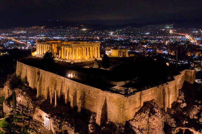 Εκπληκτικές φωτογραφίες από την μαγική νυχτερινή Ακρόπολη