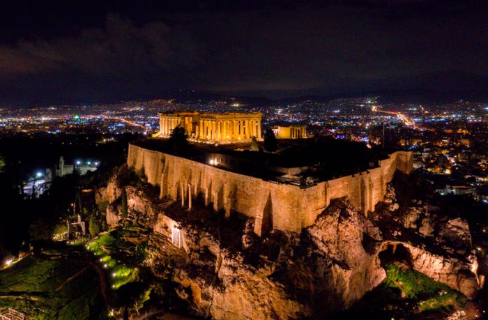 Εκπληκτικές φωτογραφίες από την μαγική νυχτερινή Ακρόπολη - εικόνα 2
