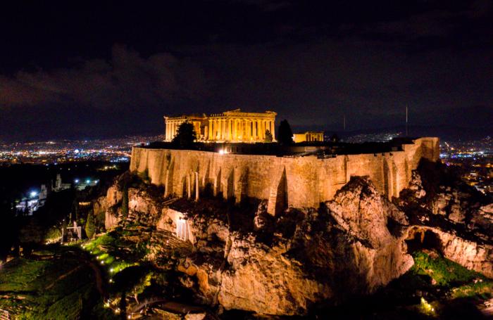 Εκπληκτικές φωτογραφίες από την μαγική νυχτερινή Ακρόπολη - εικόνα 4