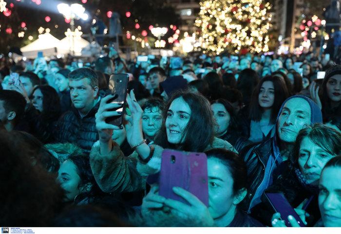 Λαμπρή γιορτή: Ο Μπακογιάννης φωταγώγησε το χριστουγεννιάτικο δέντρο - εικόνα 6