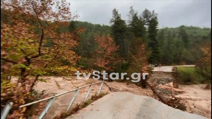 Γκρεμίστηκε γέφυρα στην Εύβοια - Εσπευσε η 7η ΕΜΑΚ [εικόνες & βίντεο]