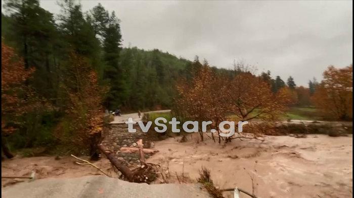 Γκρεμίστηκε γέφυρα στην Εύβοια - Εσπευσε η 7η ΕΜΑΚ [εικόνες & βίντεο] - εικόνα 3