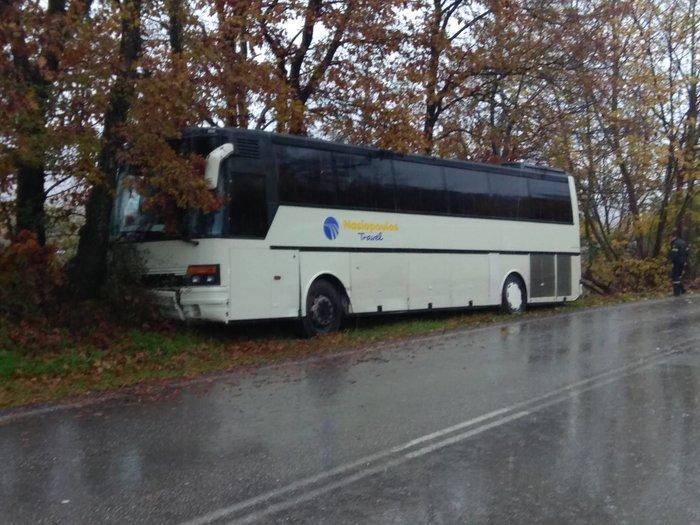 Καλαμπάκα: Ατύχημα και εκτροπή λεωφορείου με 37 μαθητές [εικόνες] - εικόνα 2