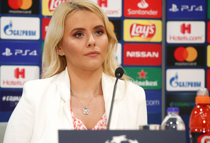 Η καλλονή Τατιάνα Σαΐκοβιτς έβαλε ήδη... γκολ στο Καραϊσκάκη  [εικόνες] - εικόνα 2