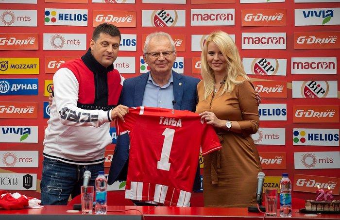 Η καλλονή Τατιάνα Σαΐκοβιτς έβαλε ήδη... γκολ στο Καραϊσκάκη  [εικόνες] - εικόνα 8