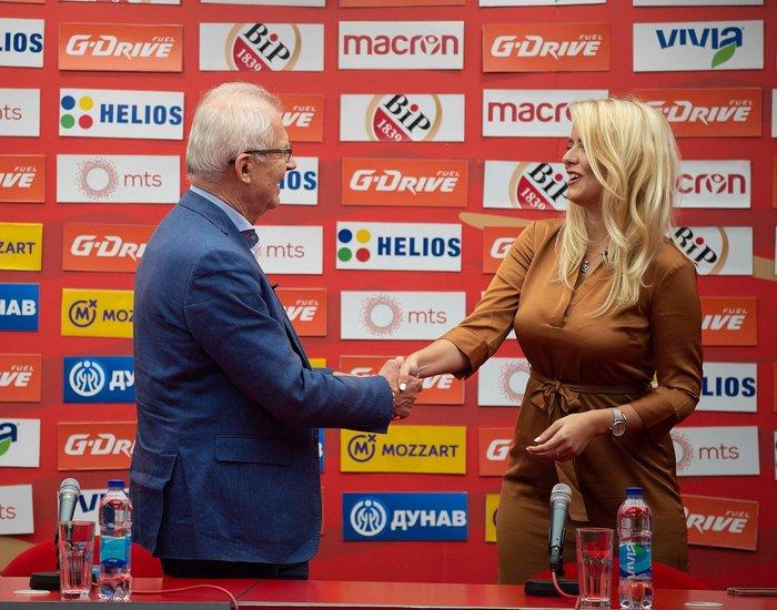 Η καλλονή Τατιάνα Σαΐκοβιτς έβαλε ήδη... γκολ στο Καραϊσκάκη  [εικόνες] - εικόνα 9