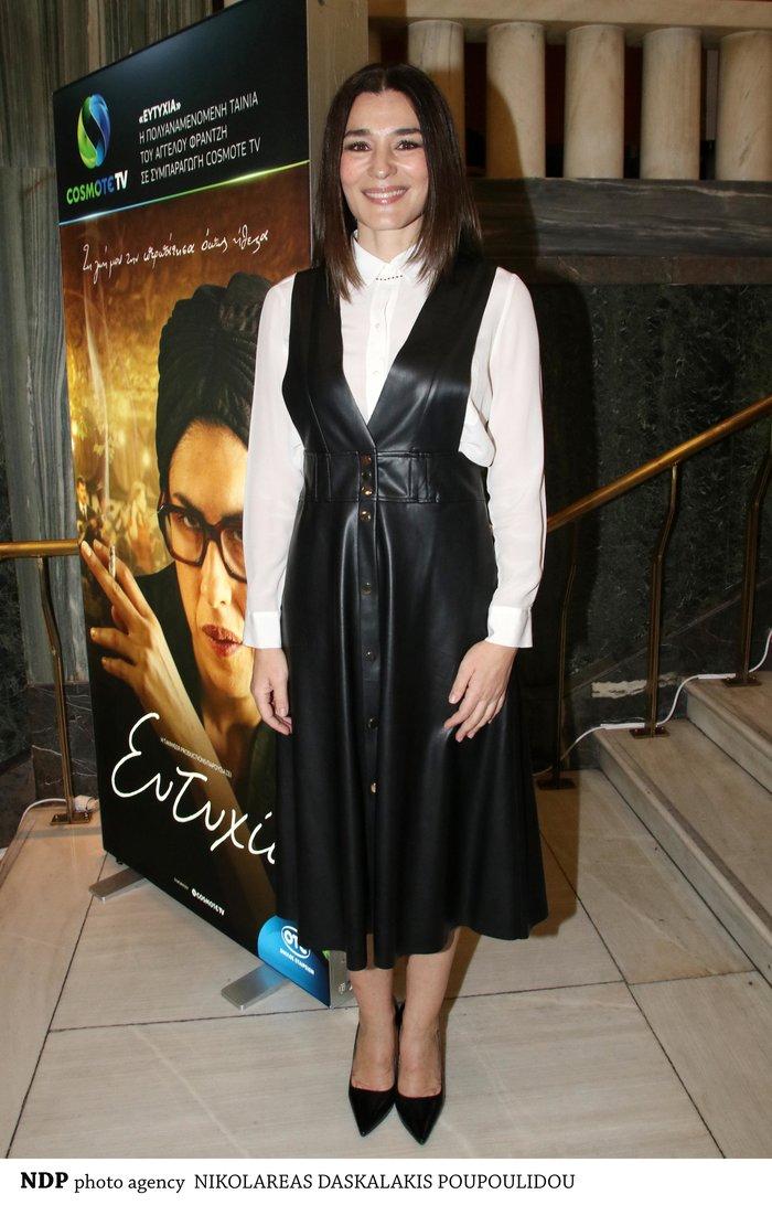 Μαρία Ναυπλιώτου: Με απίθανο δερμάτινο φόρεμα Zara σε θεατρική πρεμιέρα - εικόνα 2