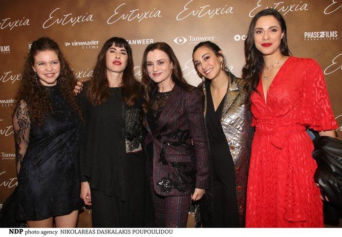Μαρία Ναυπλιώτου: Με απίθανο δερμάτινο φόρεμα Zara σε θεατρική πρεμιέρα
