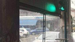 """""""Έκλαψε"""" το Twitter με το φανάρι της Πάτρας σε καφετέρια"""