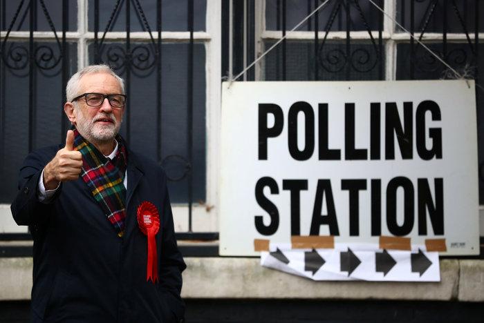 Βρετανία: Ουρές σε εκλογικά κέντρα - Ψήφισαν οι αρχηγοί - εικόνα 6