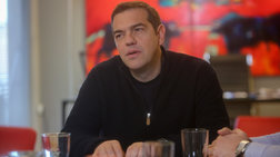 to-neo-look-tou-aleksi-tsipra--me-casual-plekti-zaketa