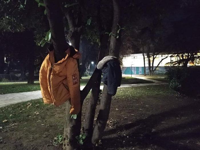 Πρωτοβουλία αγάπης στην Έδεσσα: Μπουφάν στα δέντρα για όσους έχουν ανάγκη