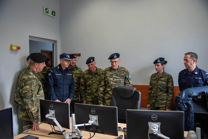 Κοινές δράσεις Στρατού - ΕΛΑΣ για το μεταναστευτικό [φωτό] - εικόνα 4