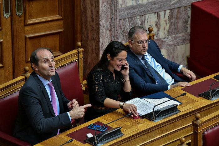 Βουλή: Όταν η Νίνα Κασιμάτη συνάντησε τον Πολάκη - εικόνα 2
