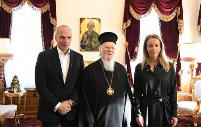 Σε κλίμα «λιτού βίου» Βαρουφάκης και Δανάη στο Πατριαρχείο