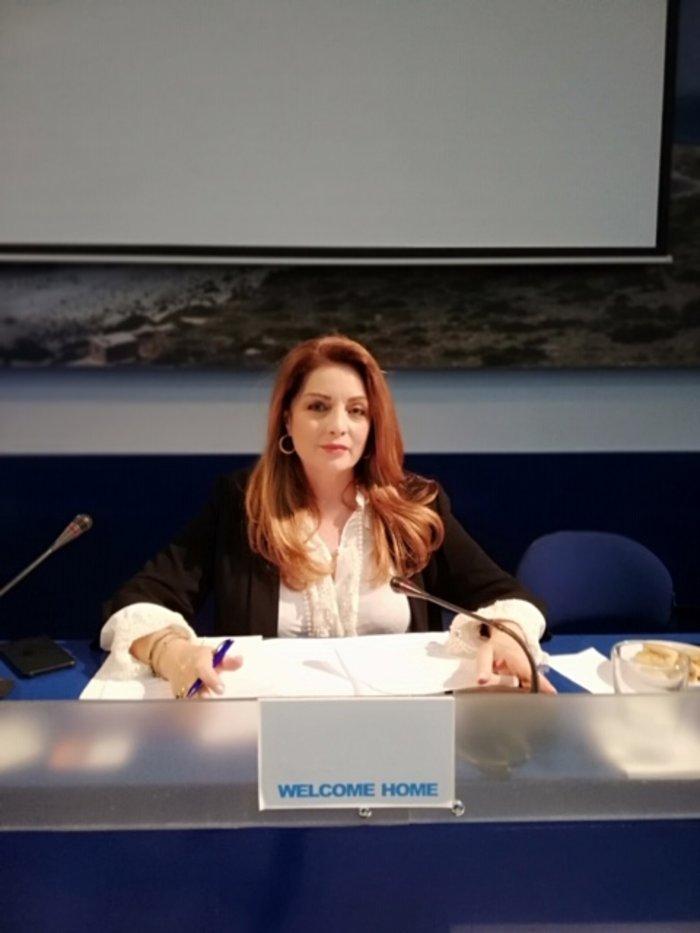 Επανεμφάνιση της Αντζελας Γκερέκου με άψογο στuλ στο Συμβούλιο Τουρισμού