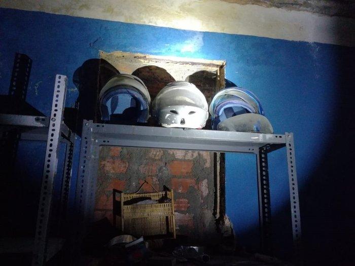 Οι πρώτες εικόνες της κατάληψης στο Μαρούσι - Κοντάρια και κράνη - εικόνα 2