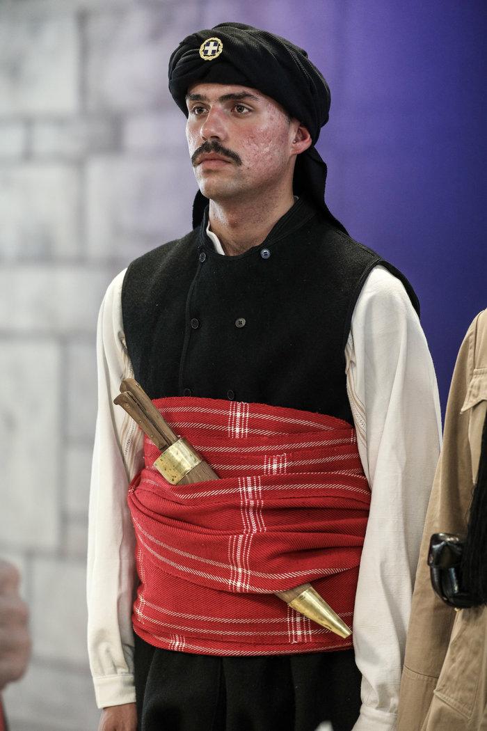 Η προεδρική φρουρά φορά την παραδοσιακή ενδυμασία της Θράκης