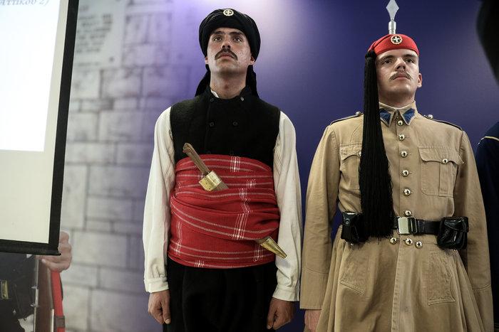 Η προεδρική φρουρά φορά την παραδοσιακή ενδυμασία της Θράκης - εικόνα 2