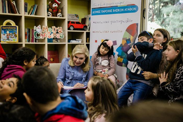 Μαριάννα Βαρδινογιάννη: Επίσκεψη αγάπης σε άπορες οικογένειες - εικόνα 2