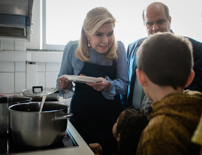 Μαριάννα Βαρδινογιάννη: Επίσκεψη αγάπης σε άπορες οικογένειες - εικόνα 3